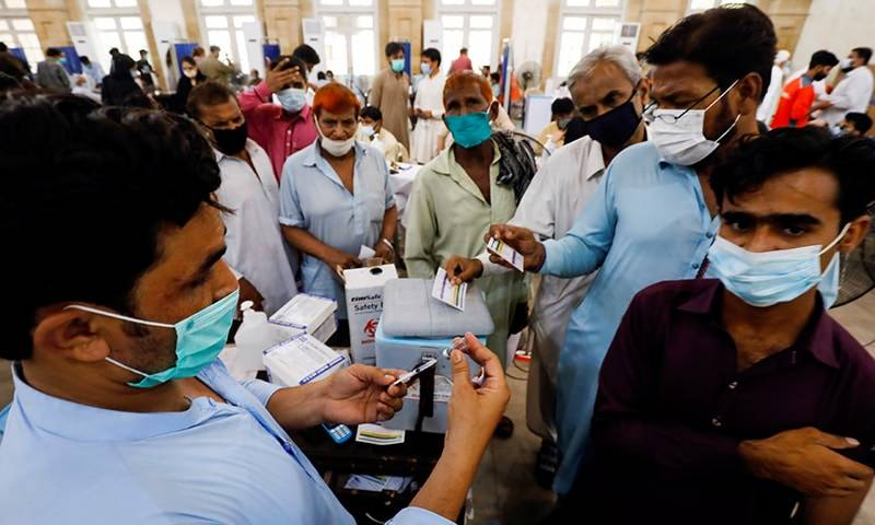 Sindh health dept officers involve in vaccine scam