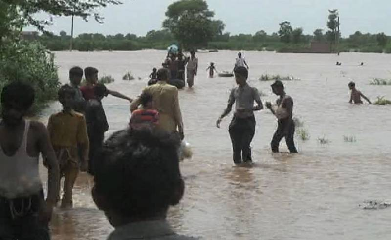 People look for shelter as River Chenab floods 35 Jhang villages