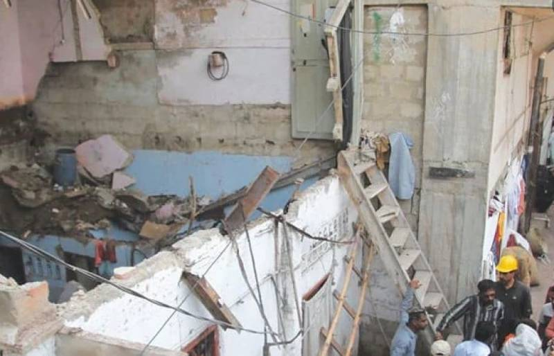 Hospital roof collapse kills female patient in Hafizabad