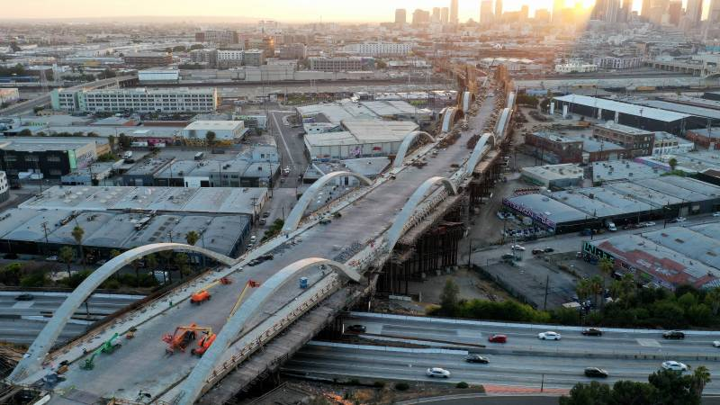 US lawmakers finish $1 trillion infrastructure proposal