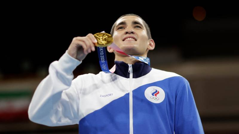 Russian wins Olympic boxing gold as US made to wait