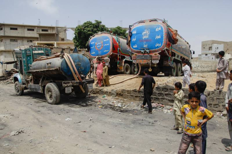 Water tanker crushes motorcycle, kills two brothers in Karachi