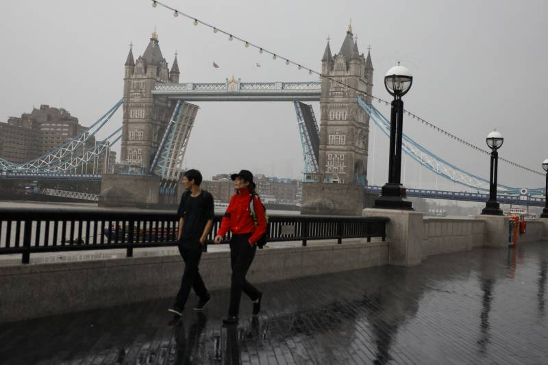 London's Tower Bridge reopens to traffic after being stuck