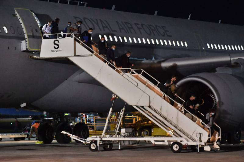 US steps up Kabul evacuation after 'safe passage' from Taliban