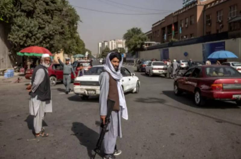 Taliban urged to allow fleeing Afghans safe passage