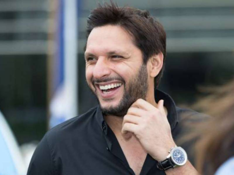 Shahid Afridi accorded grand welcome by 'begum'