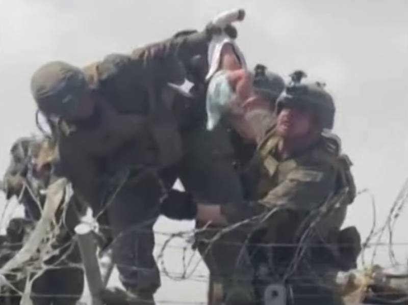 Viral footage of US Marine aiding baby captures Kabul chaos