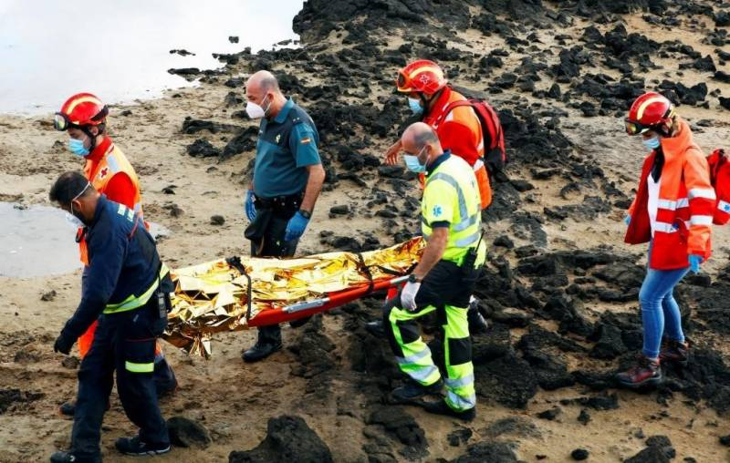 Around 30 missing as boat rescued off Canary Isles