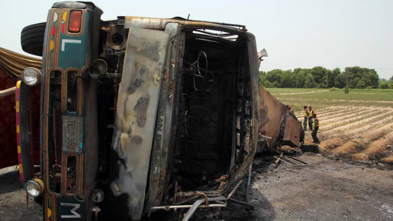 Alarms sounded as chemical-loaded truck overturns in Karachi