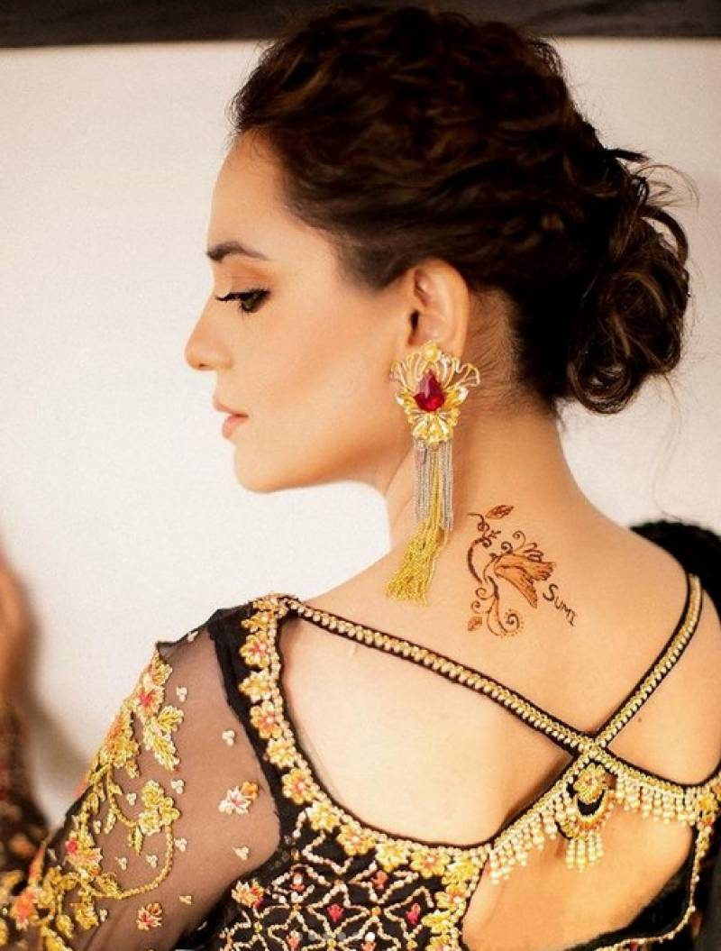 Actress Sumbal Iqbal schooled for wearing bold attire