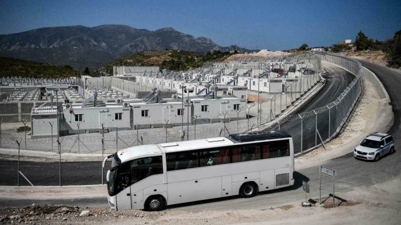 Greece begins moving migrants to new 'closed' camp