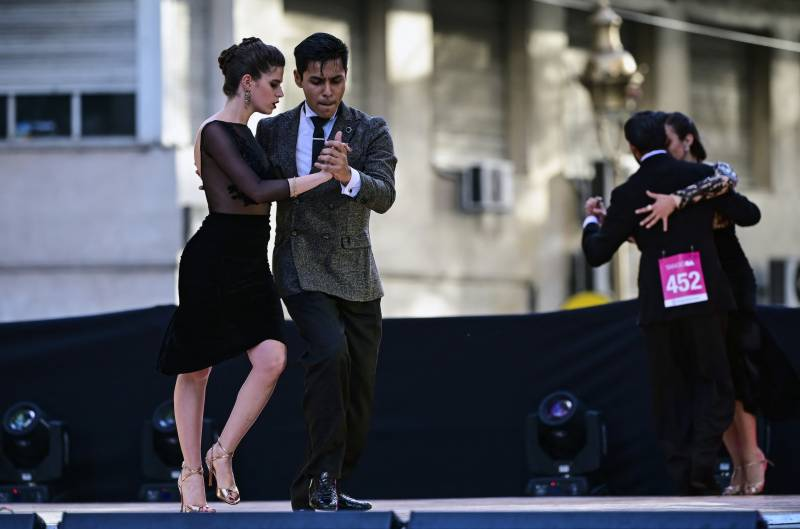 Argentinian couples win top tango competition