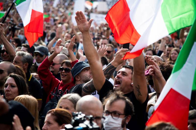 Thousands protest in Rome against Covid health pass