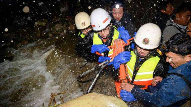 Thousands evacuated and coal mines floods hit north China
