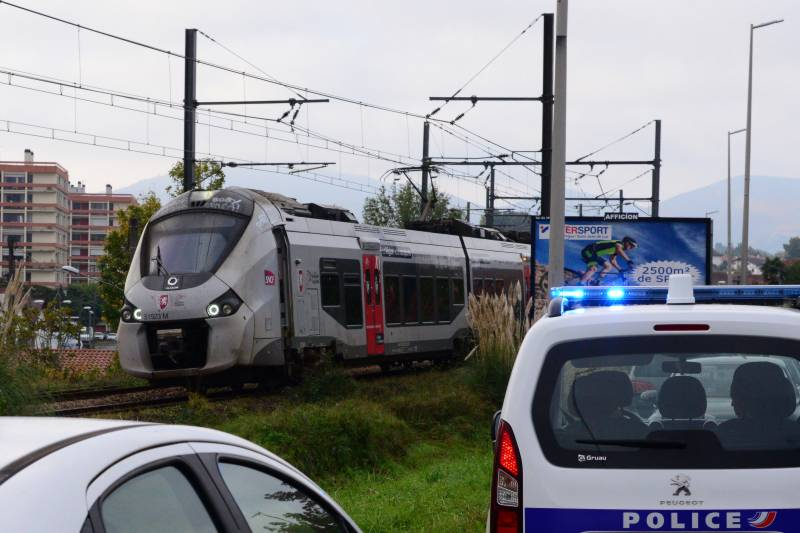 French train crushes three migrants to death