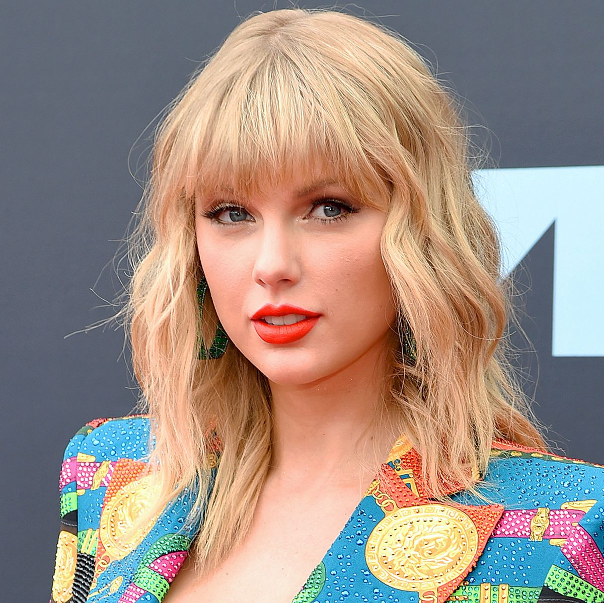 Taylor Swift becomes first US singer to sell million ...
